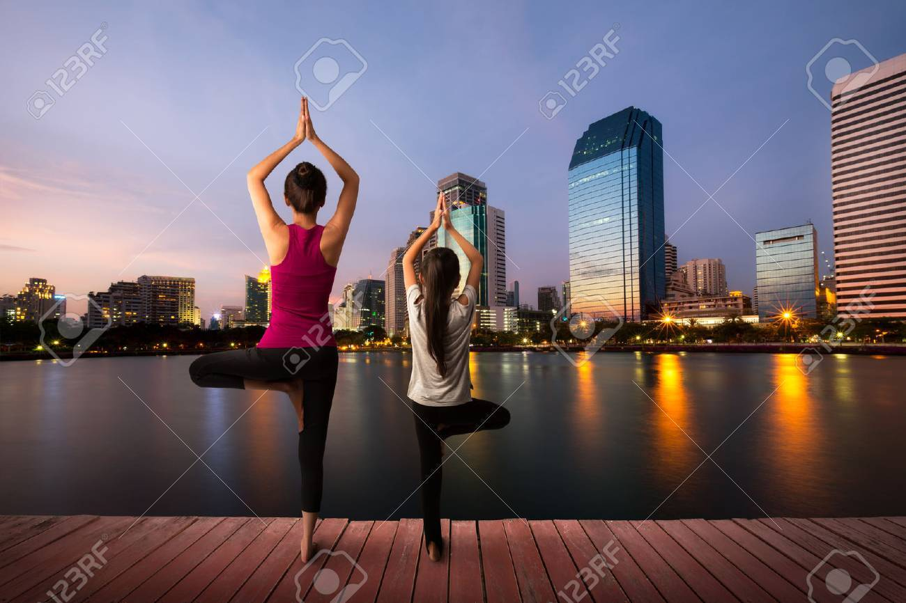 Mother and daughter doing yoga at city Stock Photo - 41619178