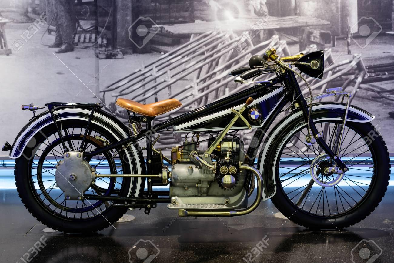 56537298-múnich-alemania-19-de-abril-2016-museo-de-bmw-bmw-r32 -primera-motocicleta-de-la-marca-alemana-producido-.jpg 92dfa3d88bcbc