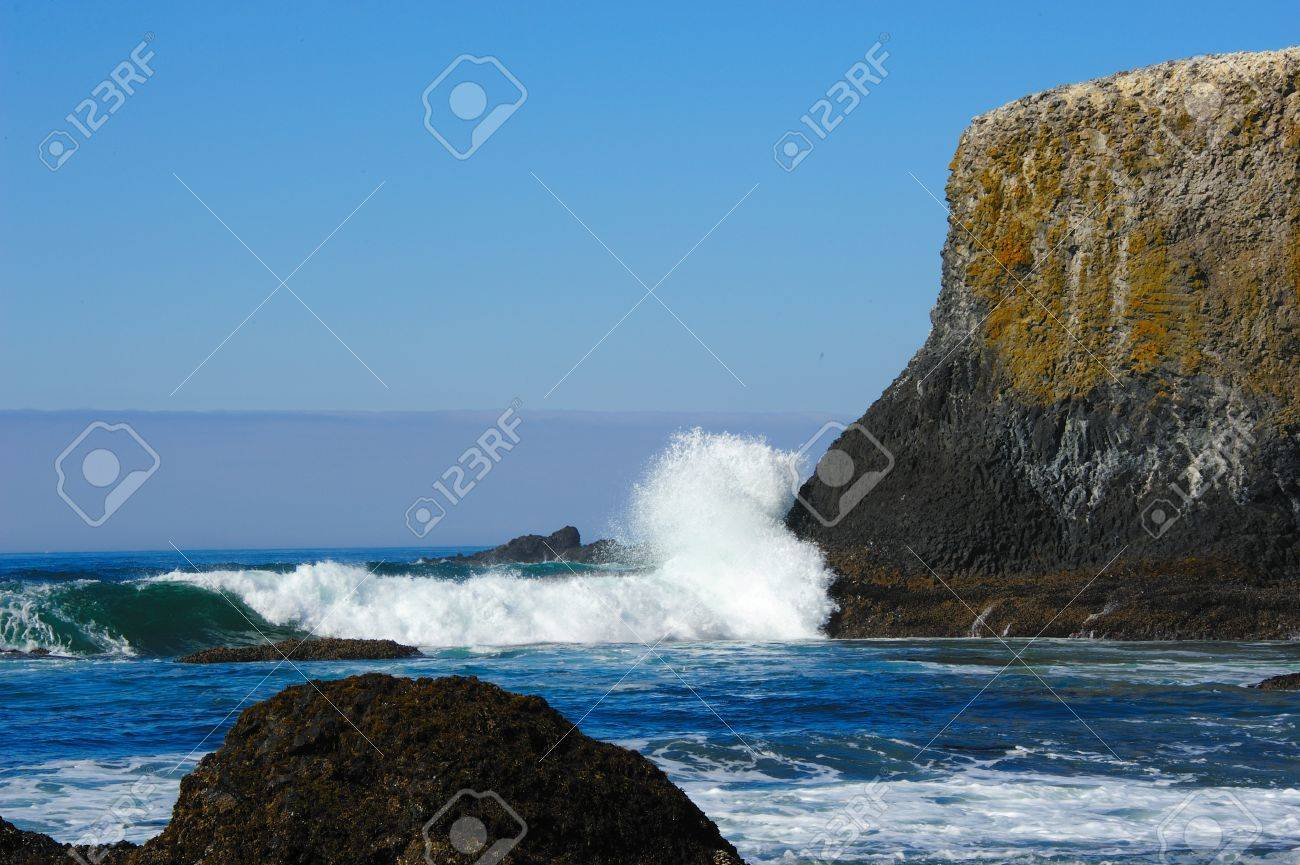Yaquina Head Surf - Oregon Coast Stock Photo - 15827424