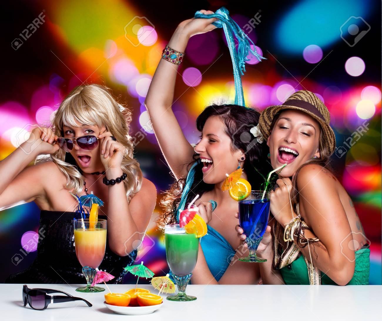 Тусовки девчонок в ночных клубах 6 фотография
