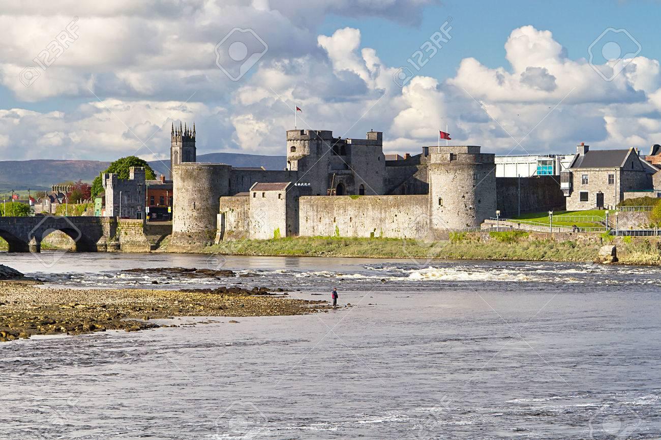 King John Castle in Limerick, Ireland Stock Photo - 59362741