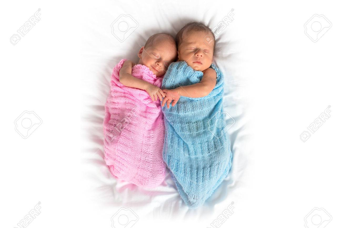 Newborn twins cuddling to sleep Stock Photo - 56496556