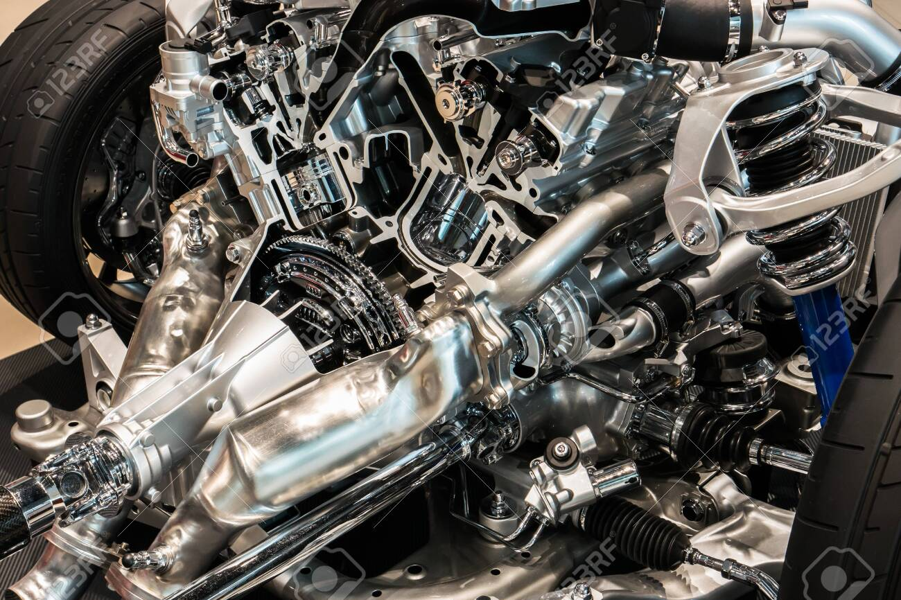 Cutting view of engine and transmission of automobile - 148775455