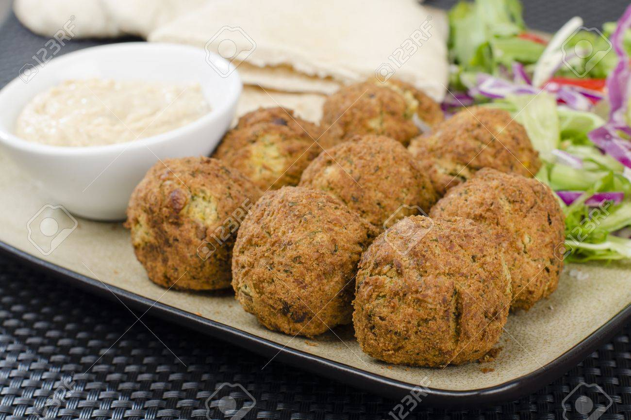 Falafel - Deep fried chickpeas balls served with tahini, salad and pitta bread Stock Photo - 15532170
