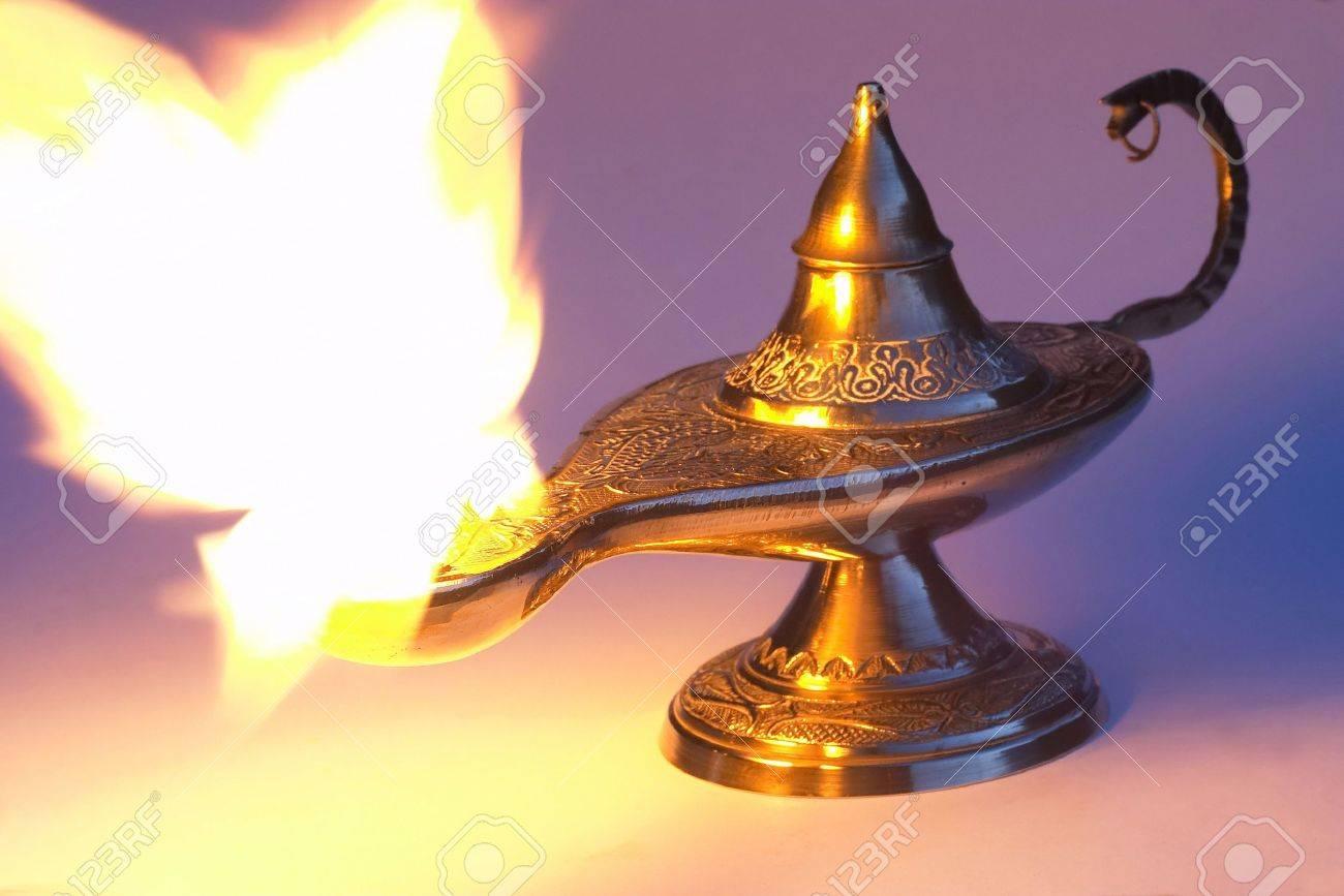 Lámpara de Aladdin Foto de archivo - 268510
