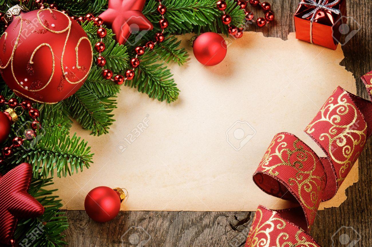 Marco Con Papel De época Y Adornos De Navidad Sobre Fondo De Madera ...