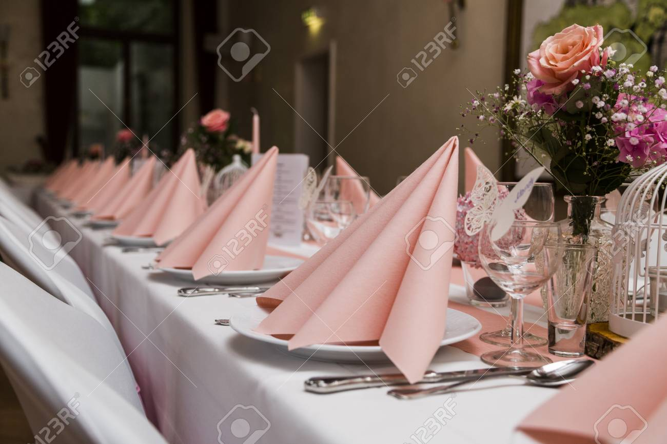 Amazing Wedding Table With White Tablecloth Chairs Pink Napkin Plates Interior Design Ideas Oxytryabchikinfo