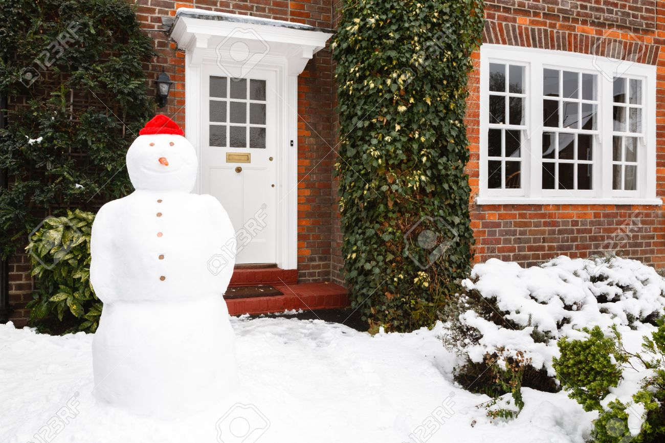 Snowman in front garden of home in winter Stock Photo - 15368787