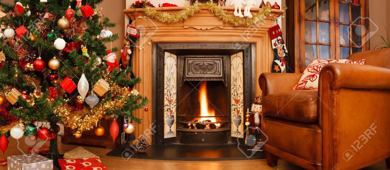 Kerst Interieur Open Haard In Een Woonkamer In Panoramisch Formaat ...