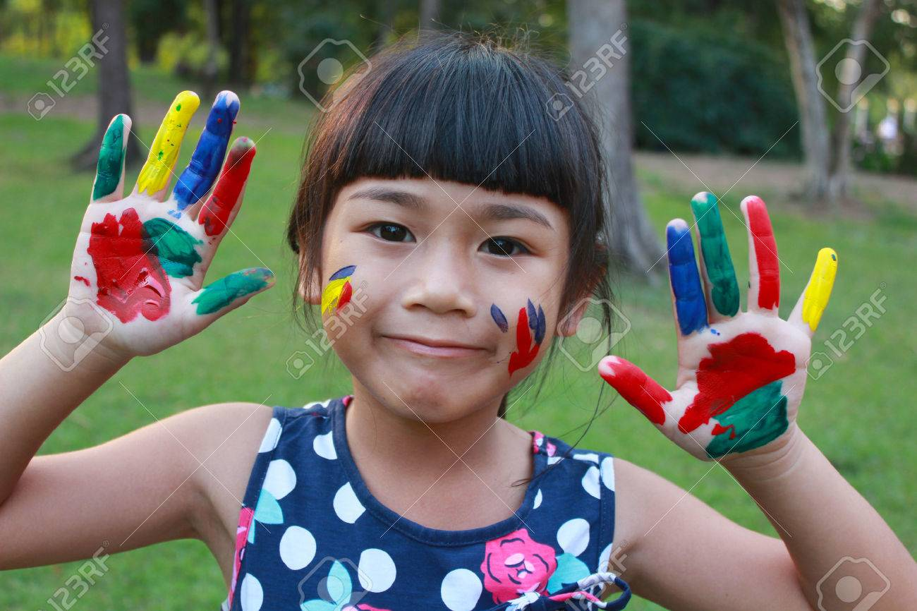 Cute girl with hands in the paint - 37965728