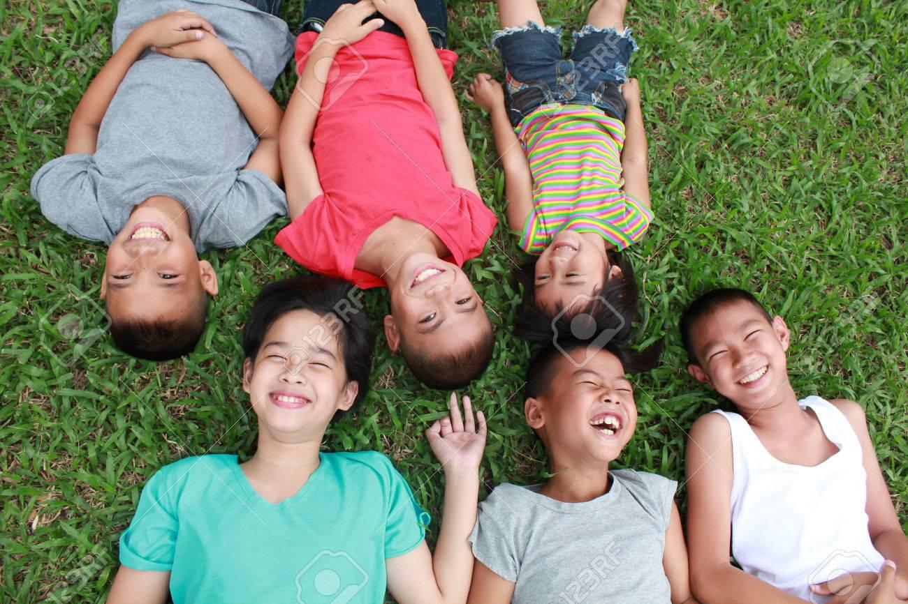 6 children having good time in the park. - 50265717