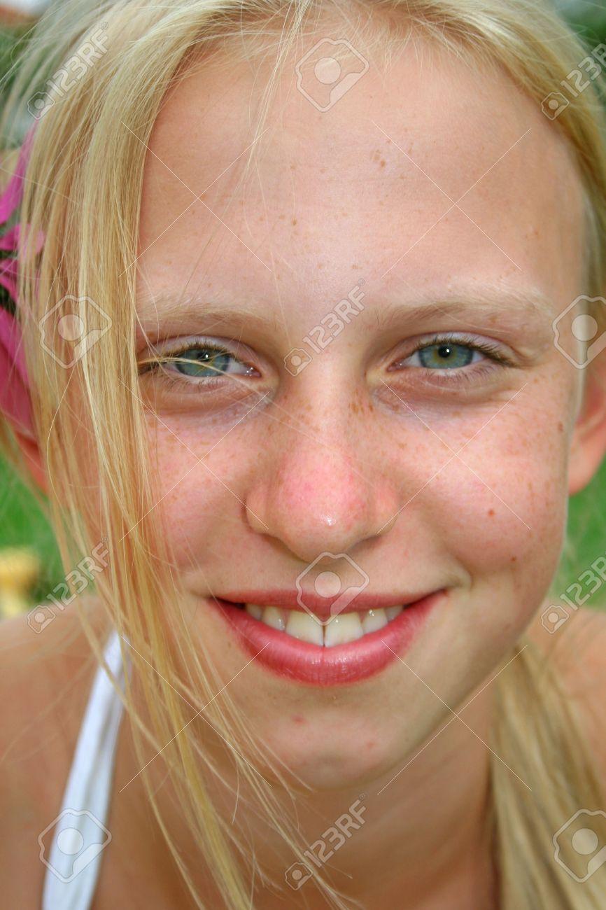pretty girls with blue eyes