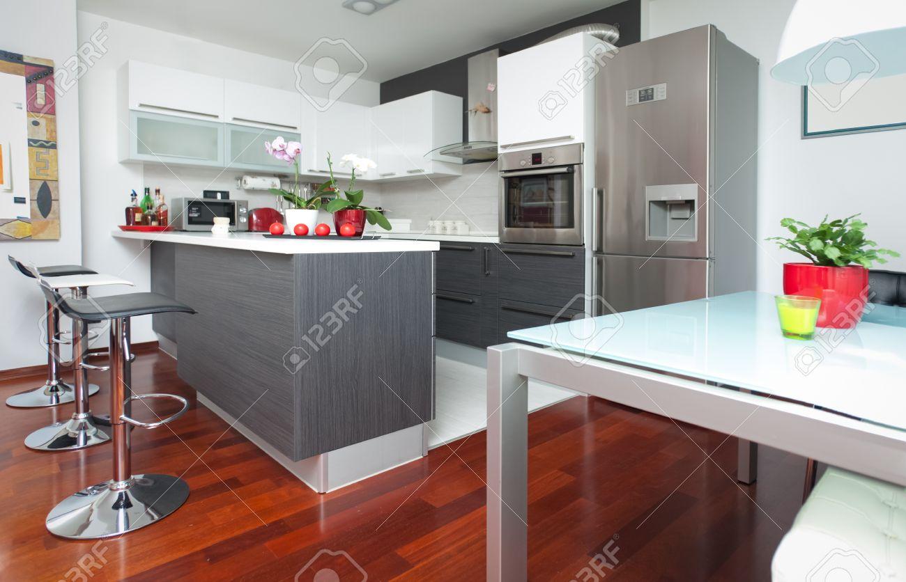 Moderne Interieur Van Een Open Keuken En Woonkamer Royalty-Vrije ...