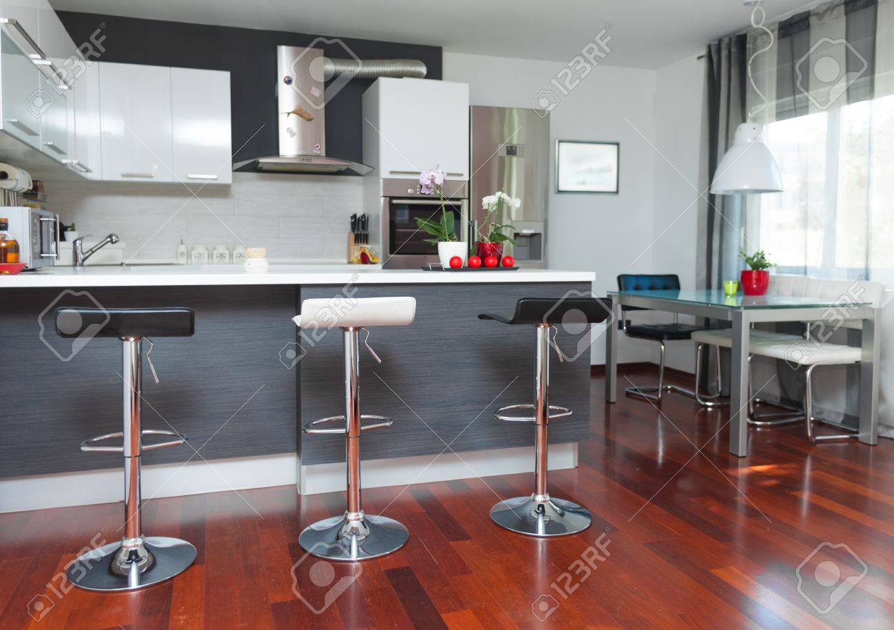 Schone Moderne Kuche In Designer Haus Lizenzfreie Fotos Bilder Und