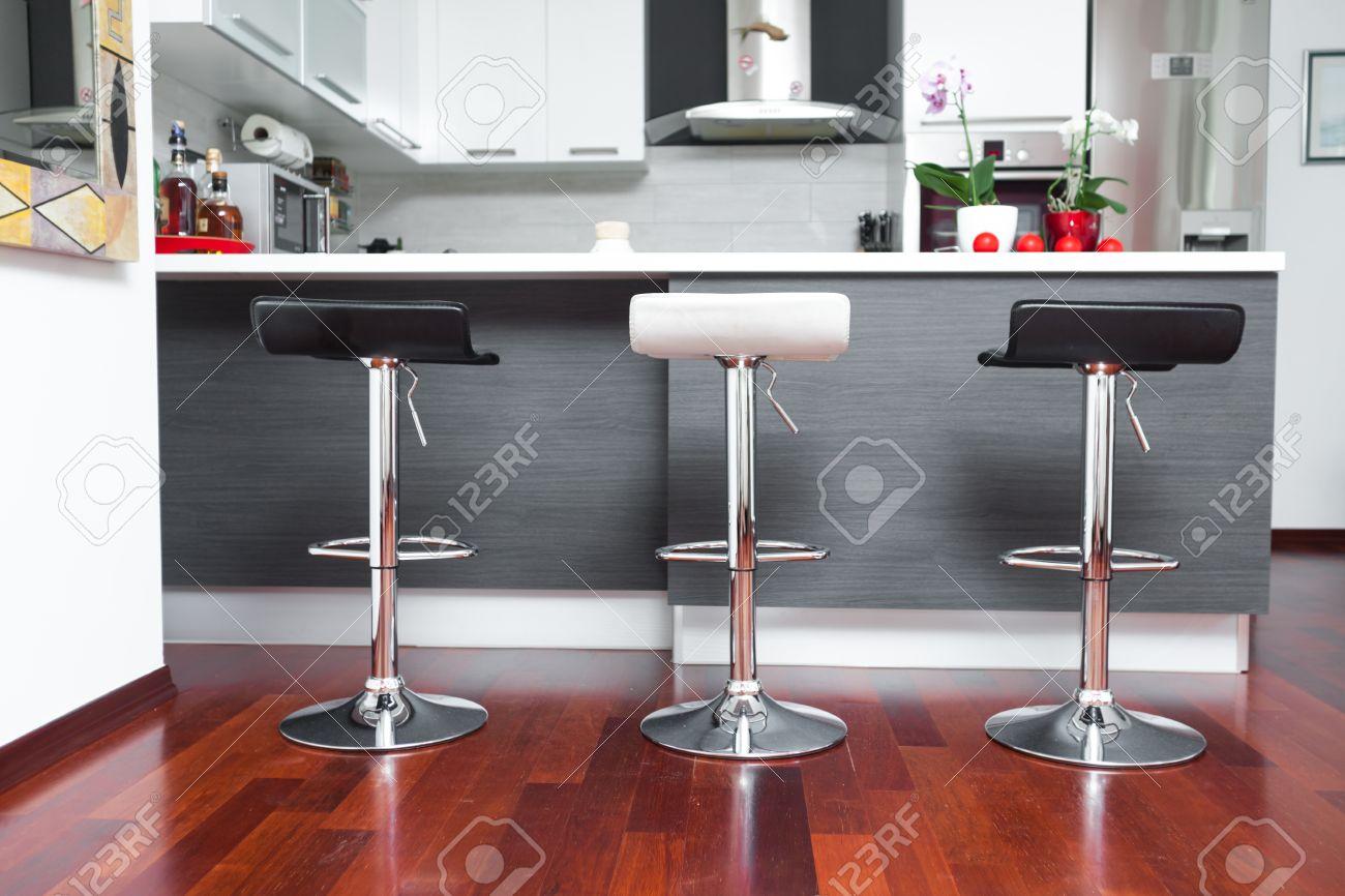 Belle cuisine moderne dans le concepteur de la maison banque d ...