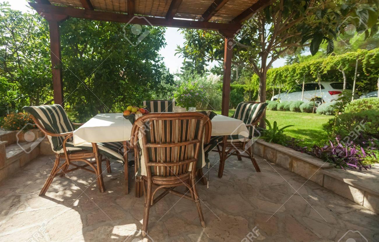 Jardin en terrasse dans un environnement de style méditerranéen