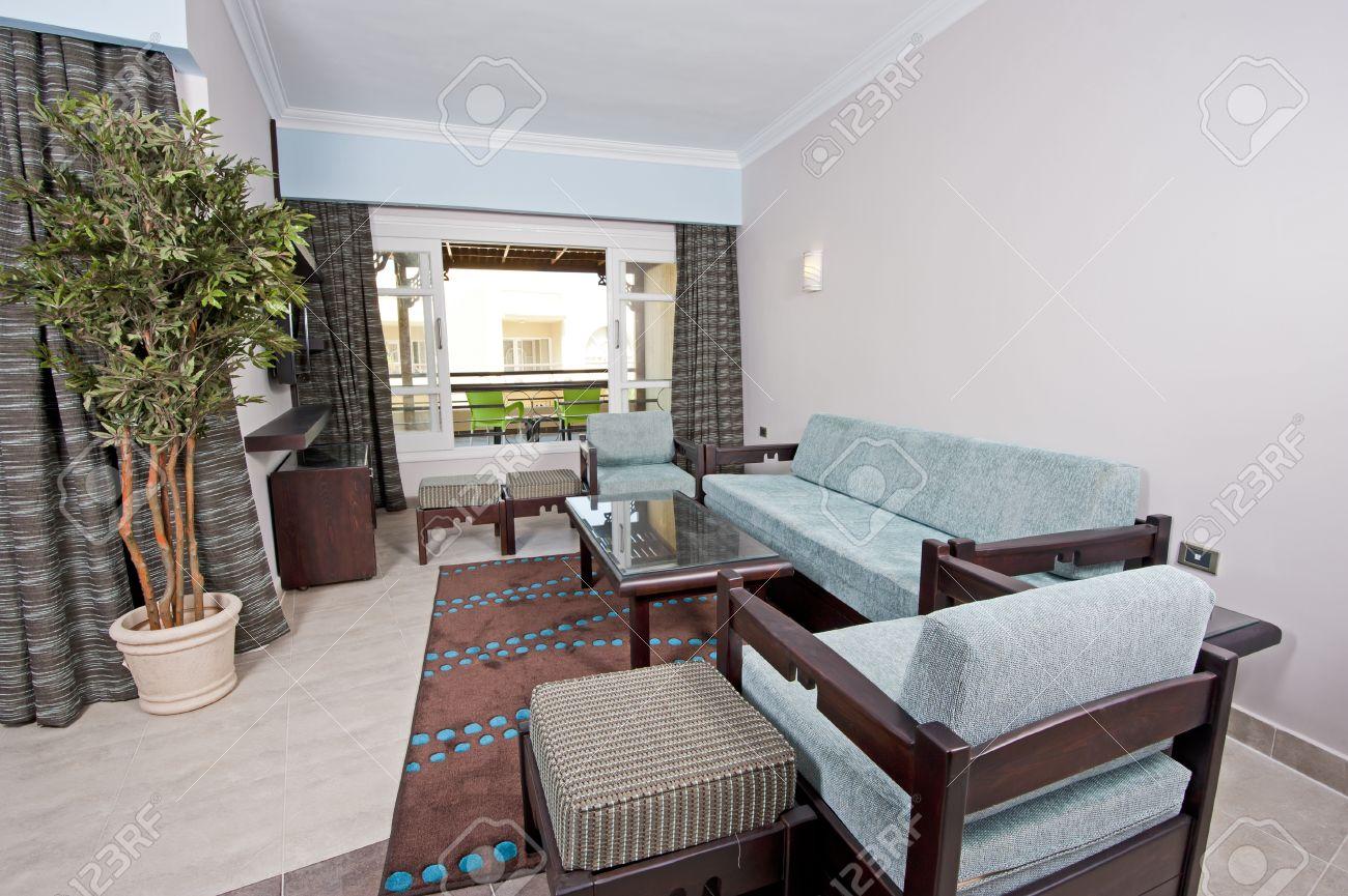 https://previews.123rf.com/images/paulvinten/paulvinten1208/paulvinten120800013/14716024-vivre-int%C3%A9rieur-de-la-chambre-dans-une-suite-d-h%C3%B4tel-de-luxe.jpg