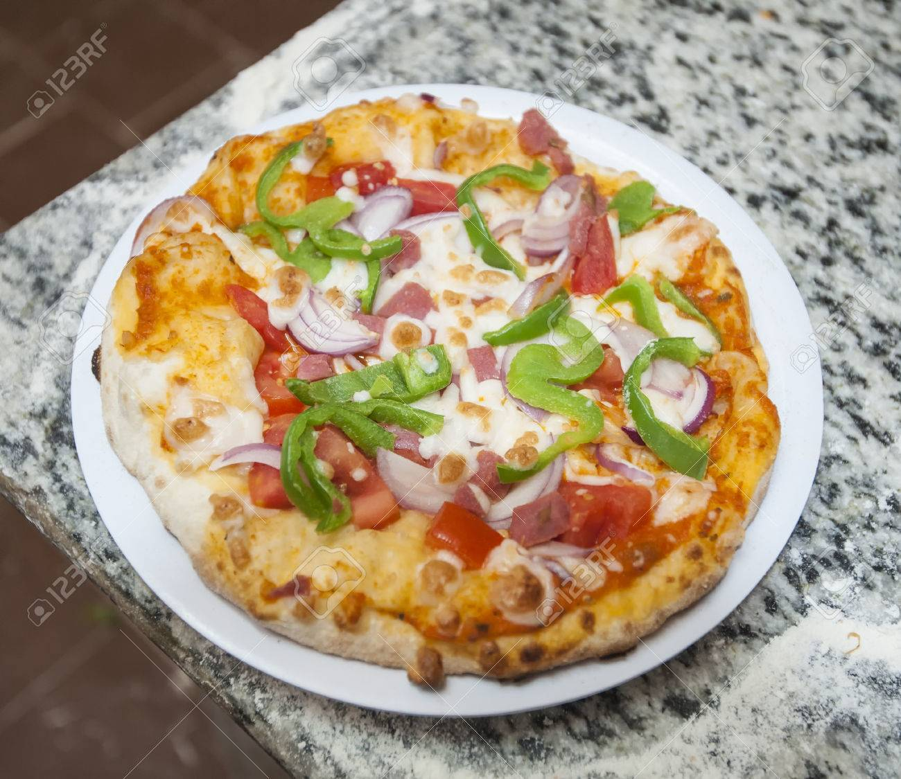 Hotel Hotel Pizza Pizza on a Plate at Hotel