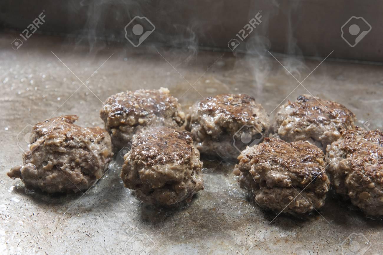 Cocinar Albondigas De Carne   Primer Plano De Albondigas De Carne Para Cocinar En El Plato