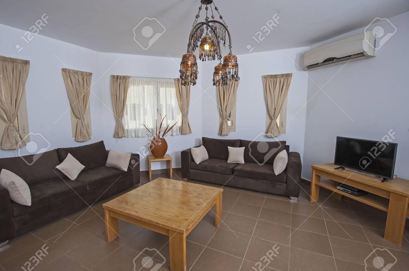 Design d\'intérieur décoration d\'un salon de l\'appartement avec des meubles  et de la table