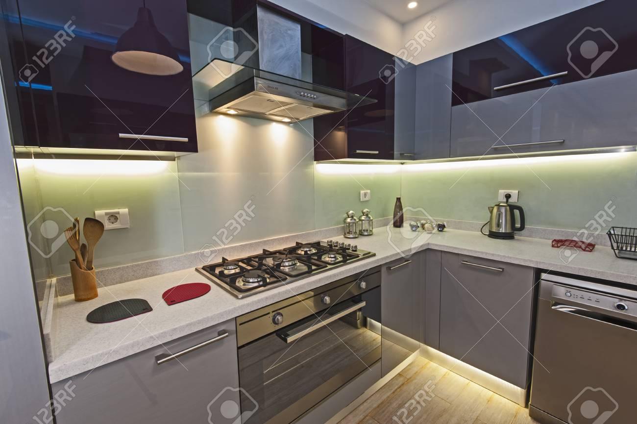 Decoration De Design D Interieur Montrant La Cuisine Et Les Appareils Modernes Dans Le Showroom D Appartement De Luxe