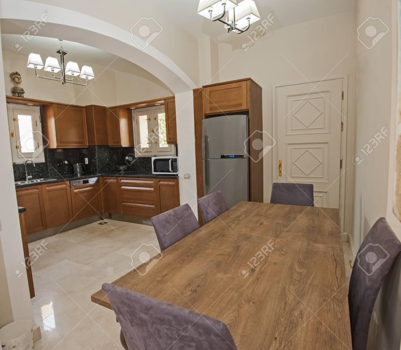 Küche Und Essbereich In Luxus-Wohnung Zeigen Nach Hause Zeigt ...