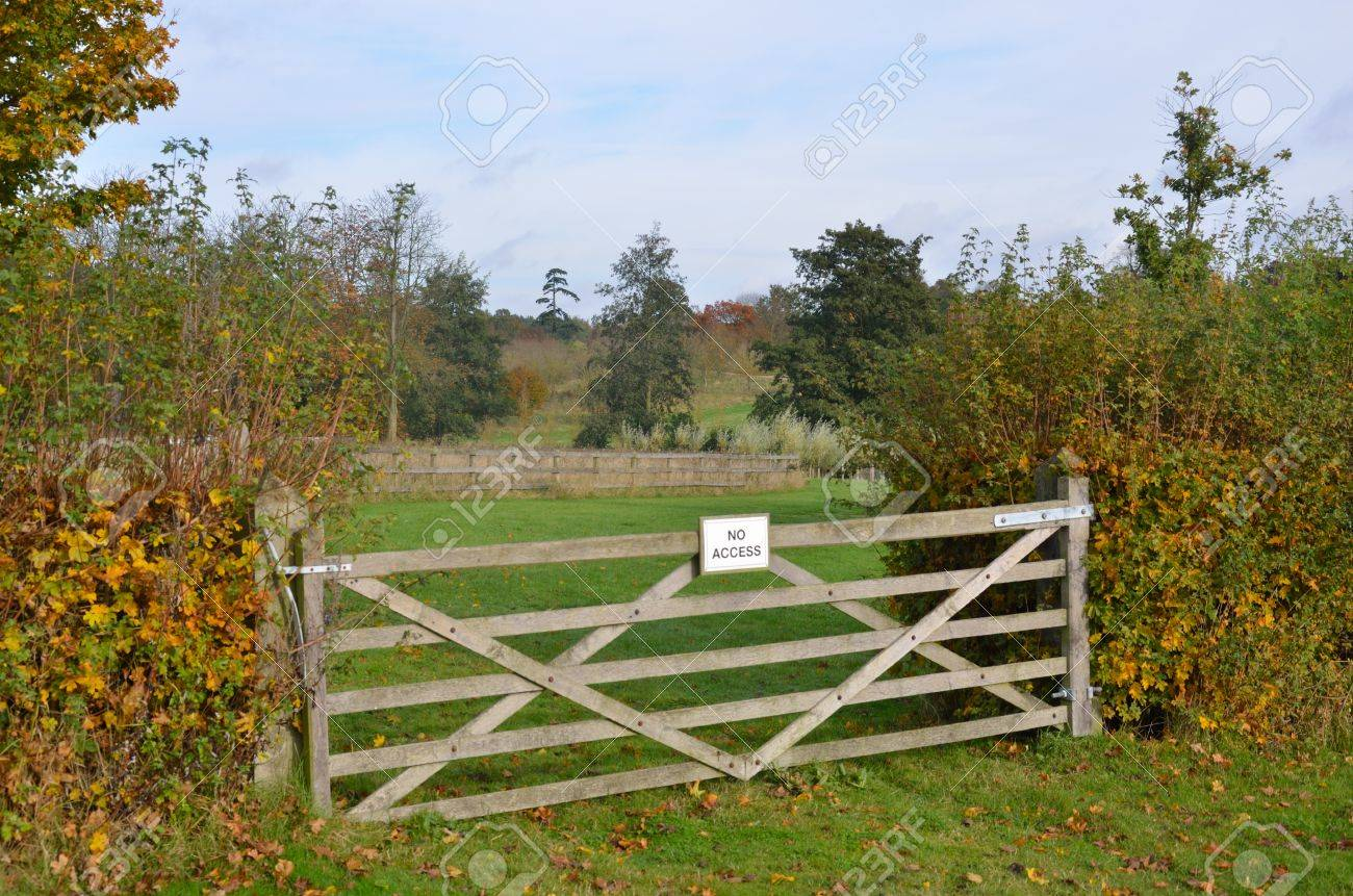 No access gate sign Stock Photo - 16144848