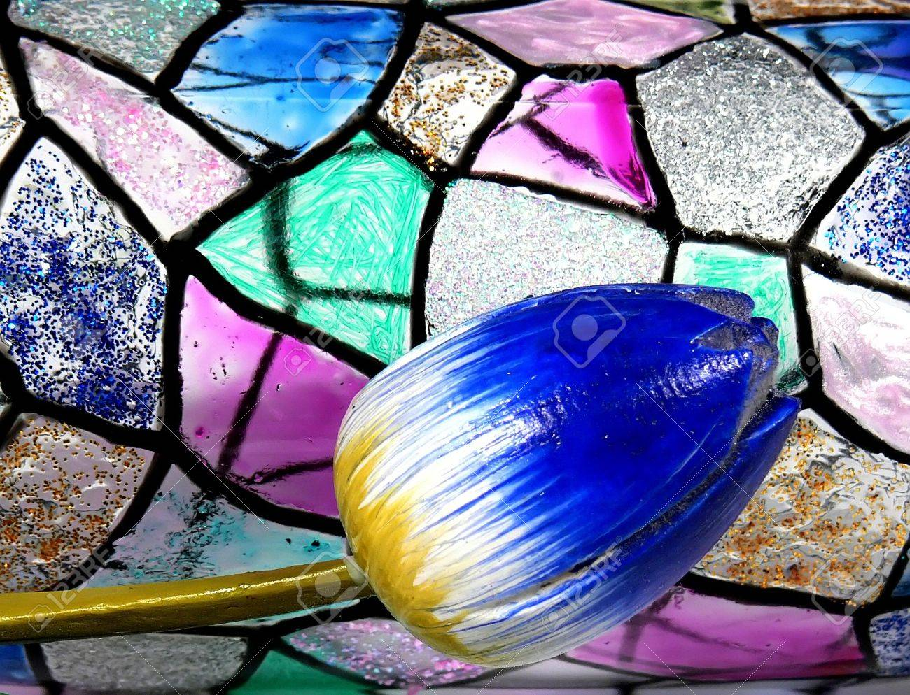 Vitraž - Page 6 2644991-Stained-glass-vitrage-with-tulip-Stock-Photo