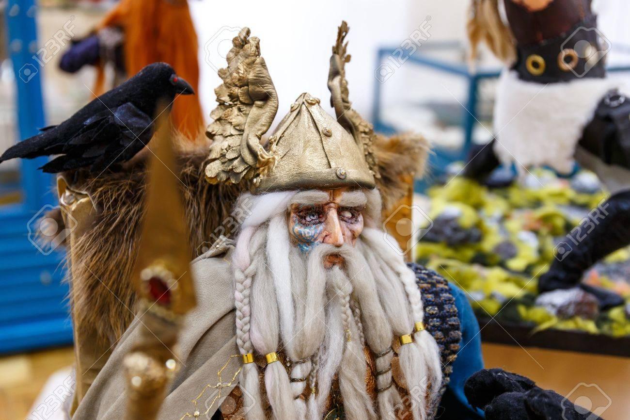 Alte Puppen Von Skandinavischen Göttern Und Monstern, Thor, Heimdall ...