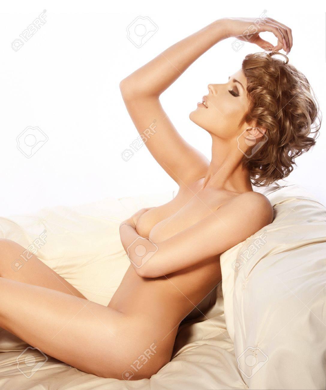 Frau haare nackte kurze Kurze haare: