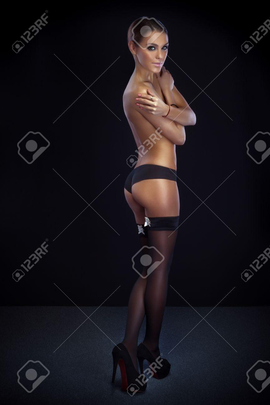 Sexy Mujer Desnuda Con La Carrocería Delgada Perfecta Posando En El Estudio Foto Llena De Longitud Chica Mirando A La Cámara