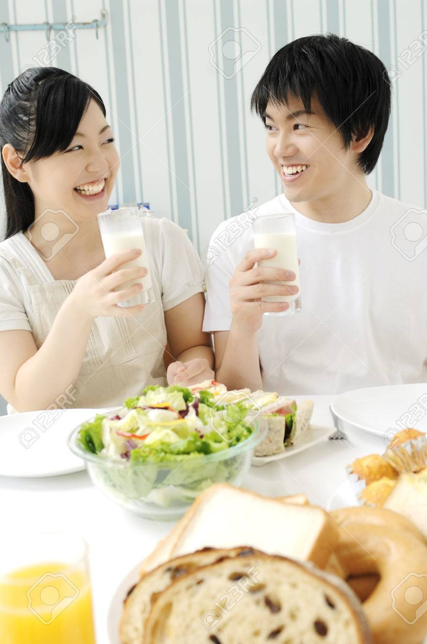 Couple eating meal Stock Photo - 6194170