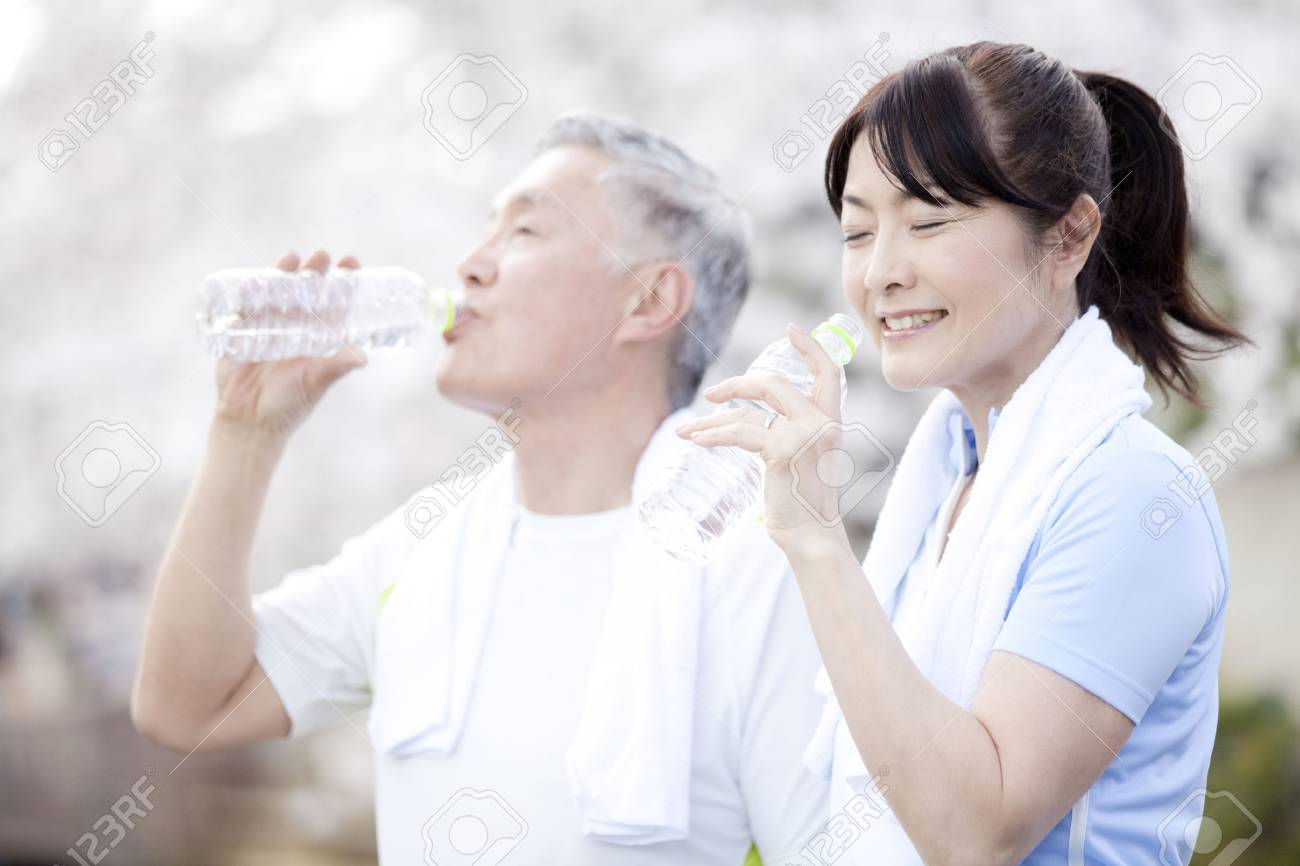 Senior couple drinking water - 43705953