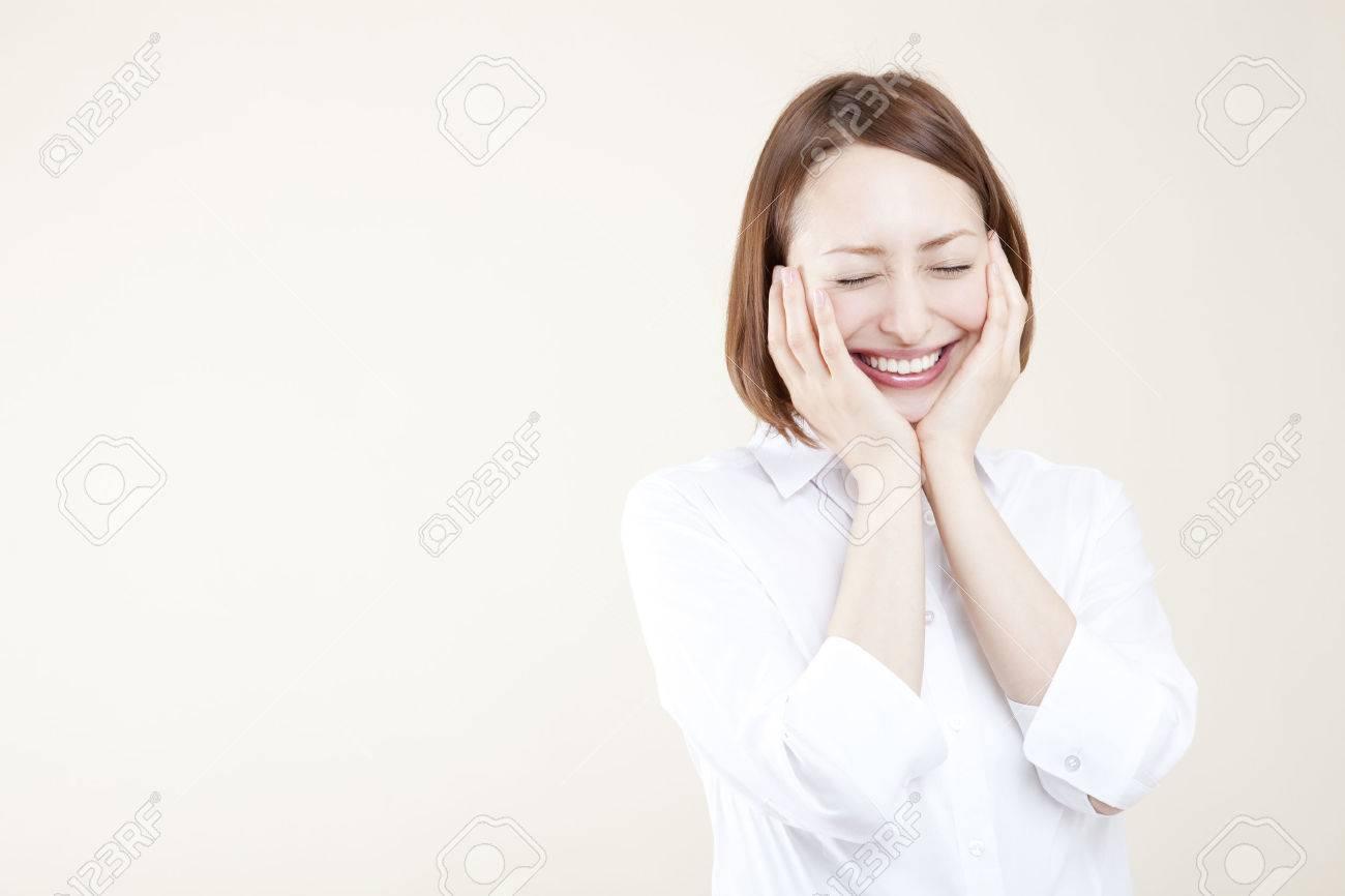 Women hold both cheeks - 51371014