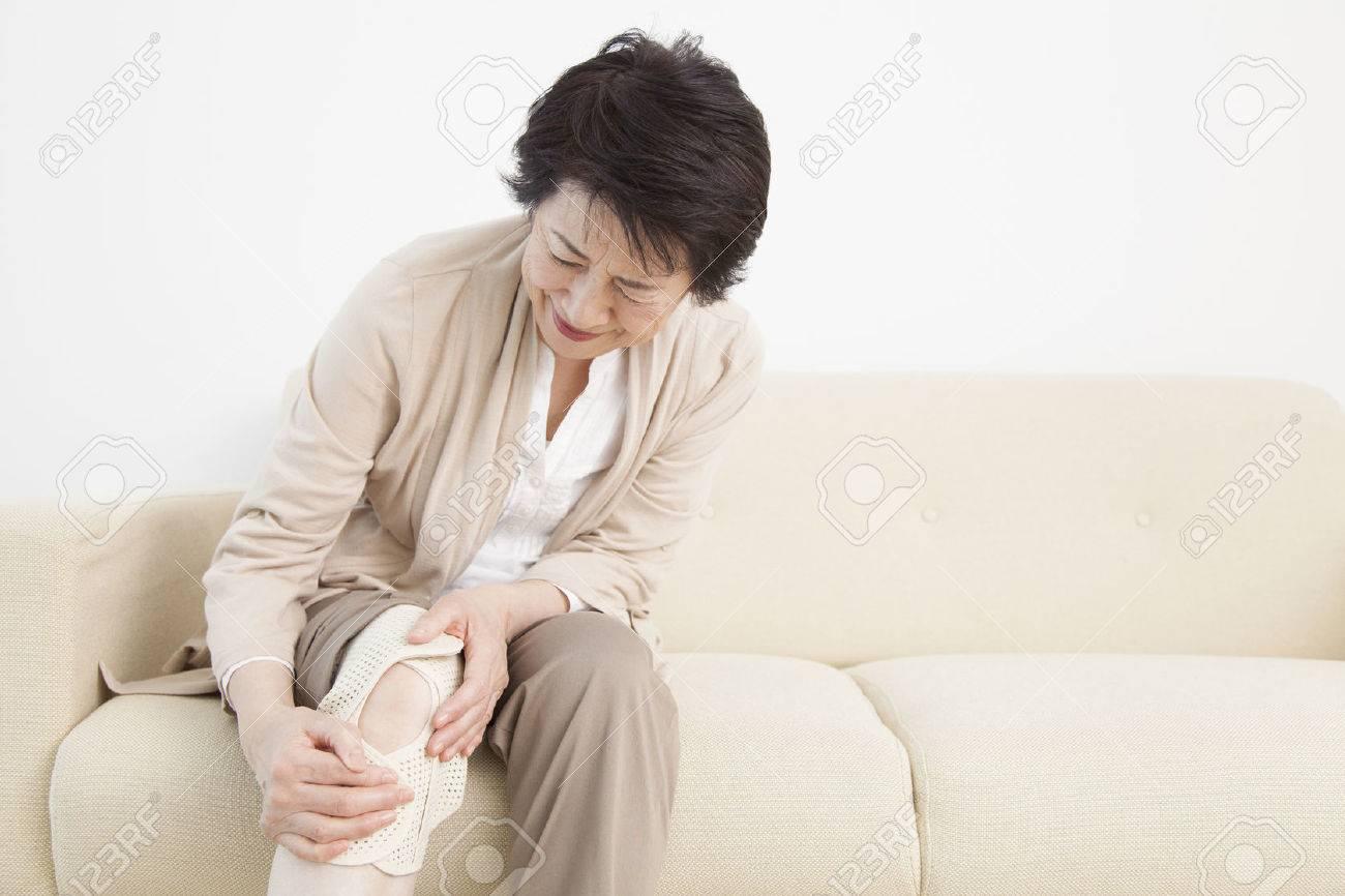 Senior woman suffering from joint pain Standard-Bild - 51371822