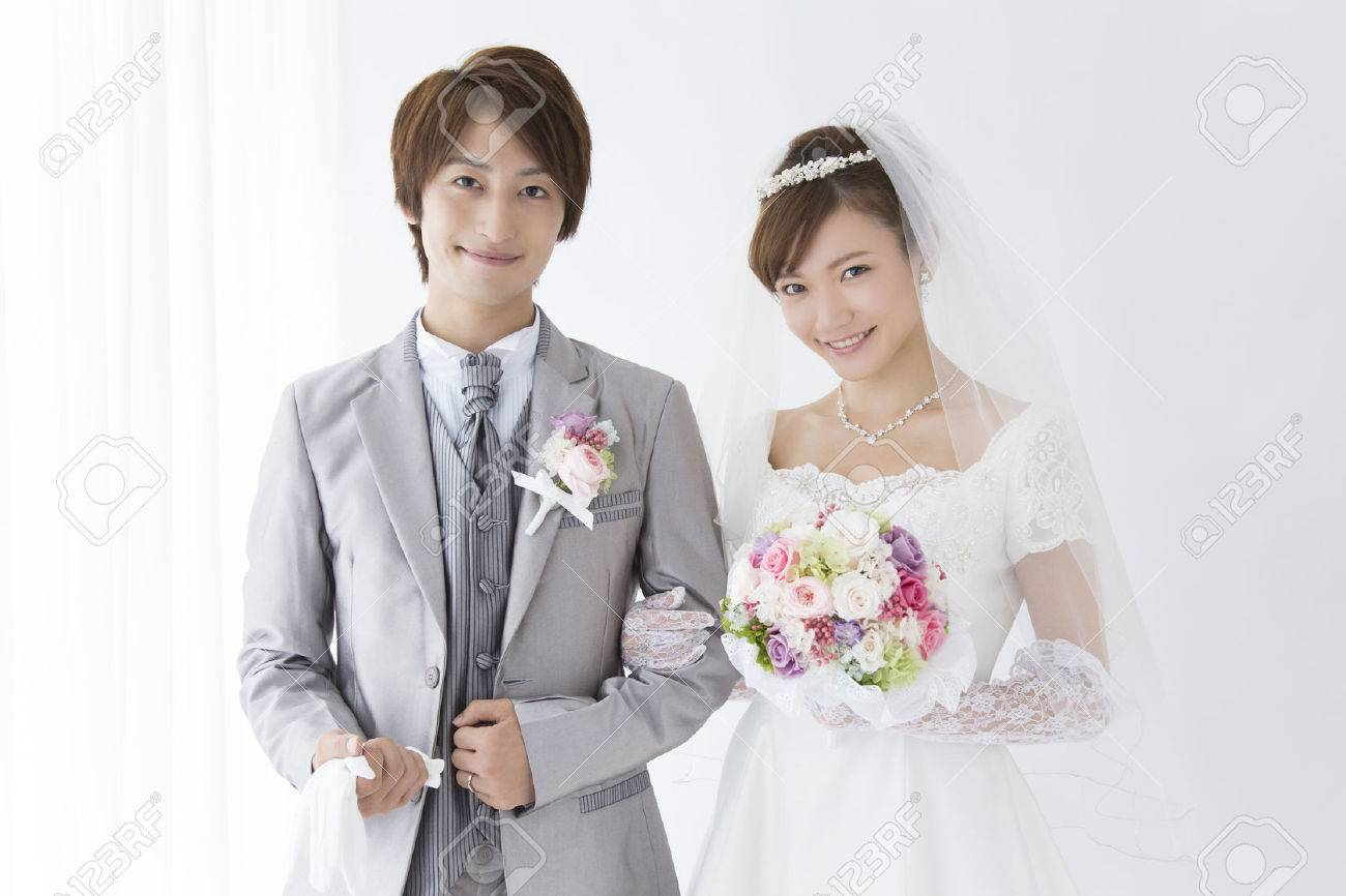 Bride and groom smile - 39898389