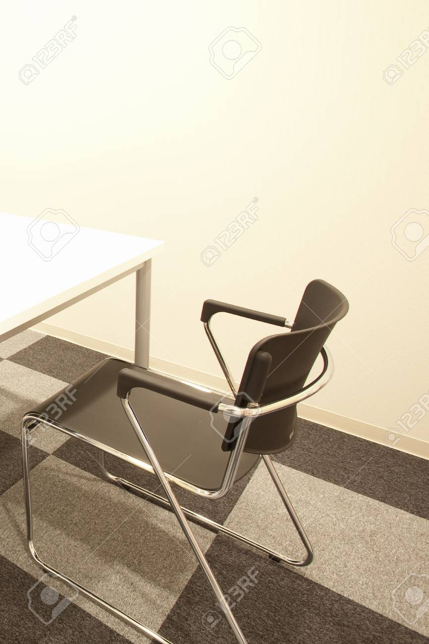Ordinaire Counseling Room Of Chairs And Tables Stock Photo   47020771