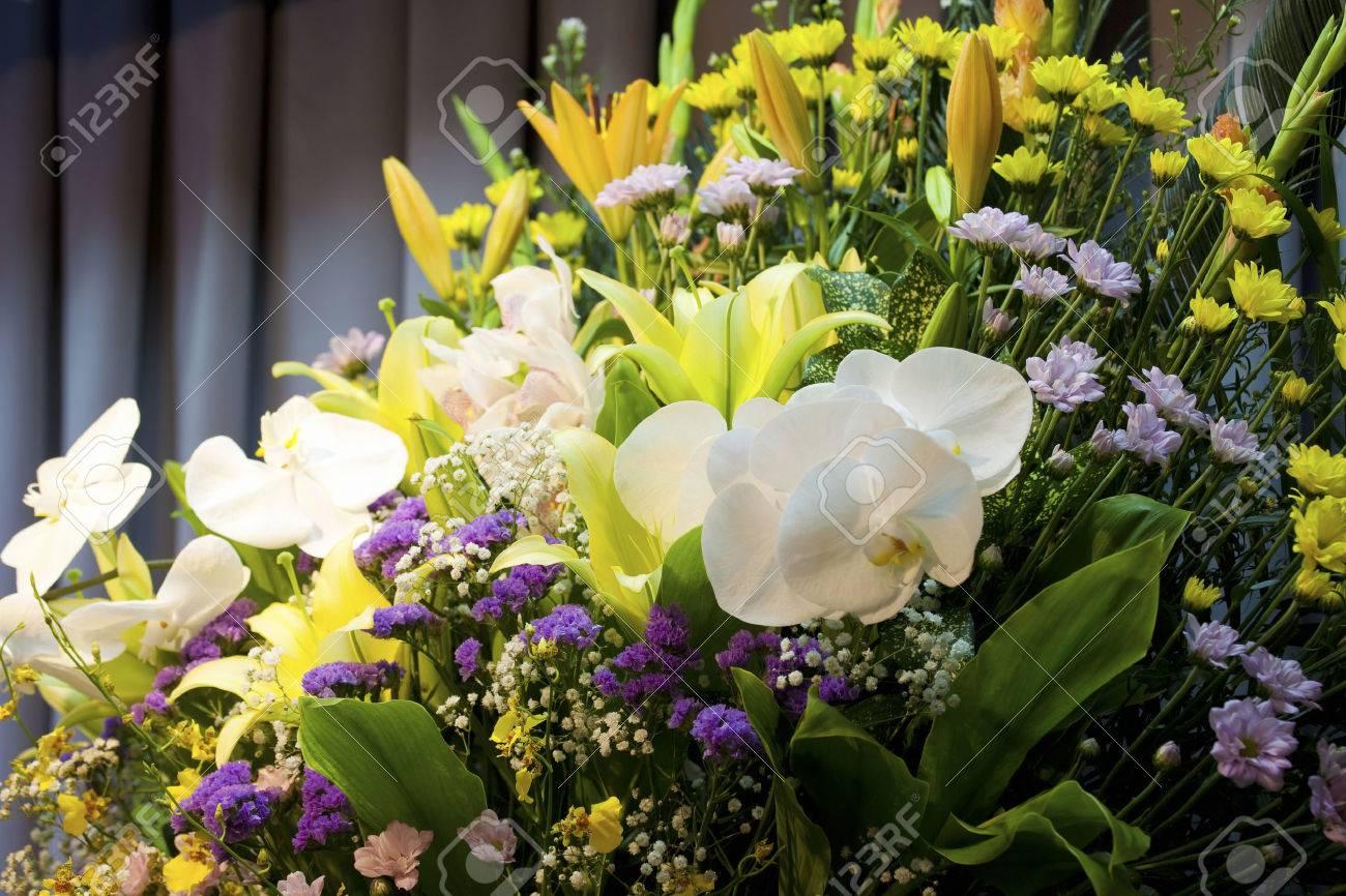 Altar of the farewell ceremony Standard-Bild - 49744082
