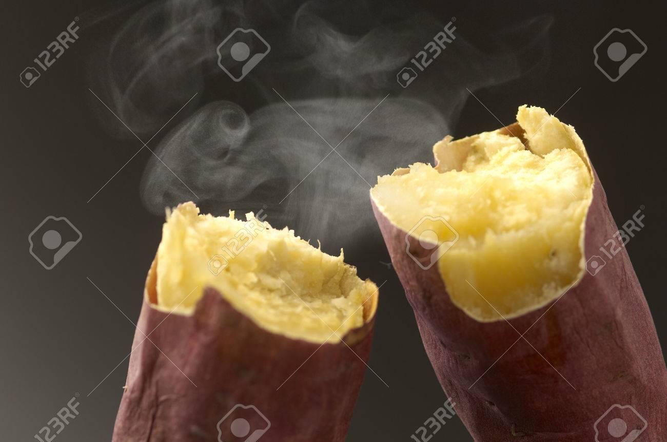 Baked sweet potato Standard-Bild - 49784678