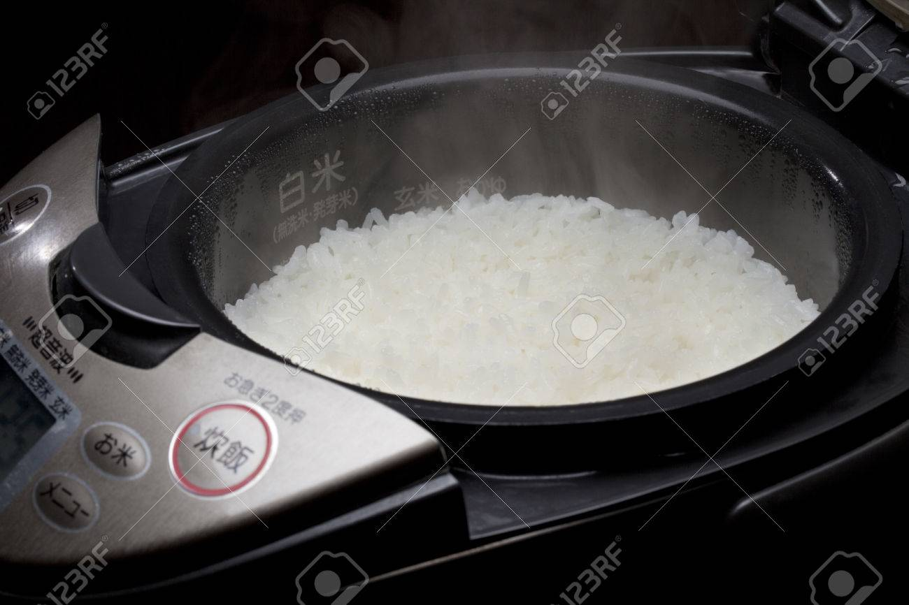 Rice is made of rice cooker Standard-Bild - 49494242