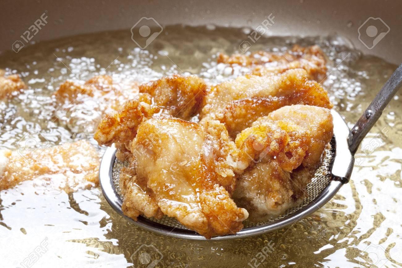 Scene frying the fried chicken Standard-Bild - 49494265