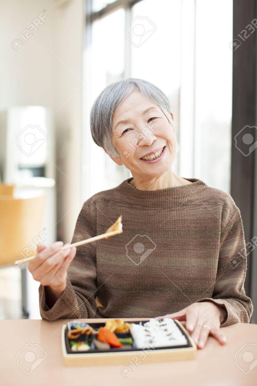 Granny eats lunch - 50331740