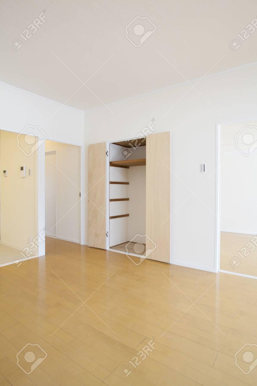 wohnzimmer stauraum lizenzfreie fotos, bilder und stock fotografie