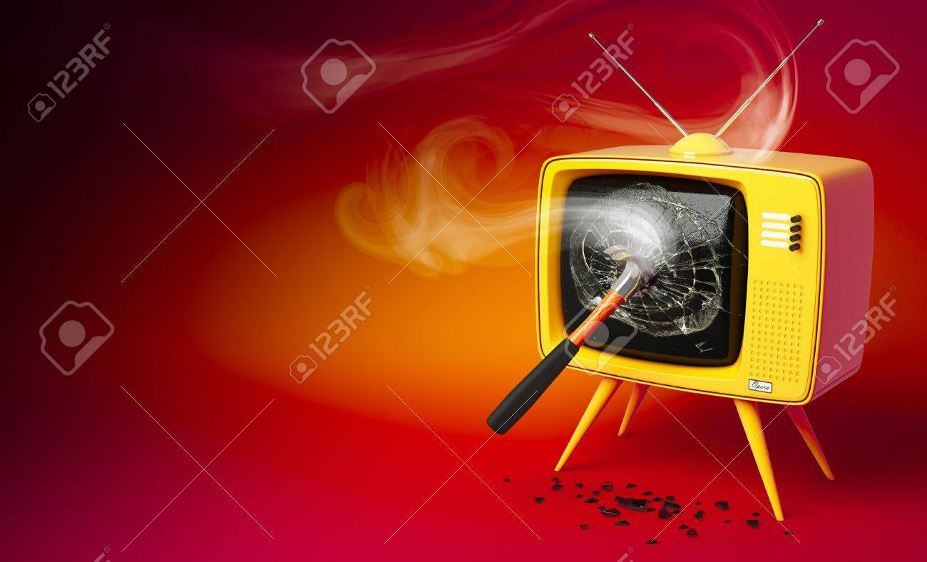 3D render of a old fashioned TV set with shattered display Stock Photo - 7878601