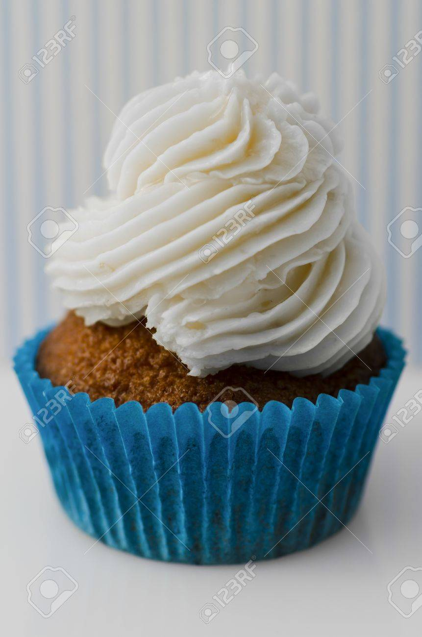 Red velvet cupcake with delicious piped cream cheese frosting in a spiral twist Stock Photo - 20932313