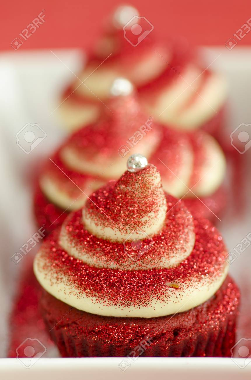 Delicious red cupcakes with a twirl made of cream Stock Photo - 21072088