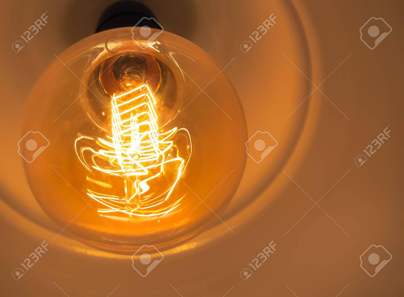 vintage glühende glühbirne, close up und selektiven fokus (glühbirne