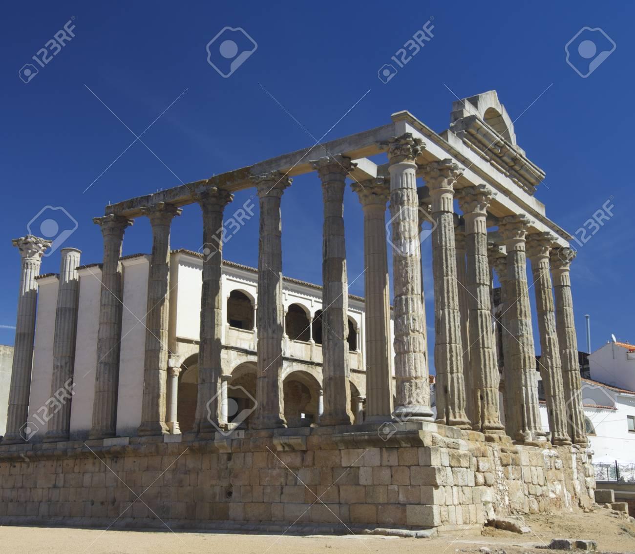 Columnas Del Templo Romano De Diana Merida Badajoz Extremadura Espana