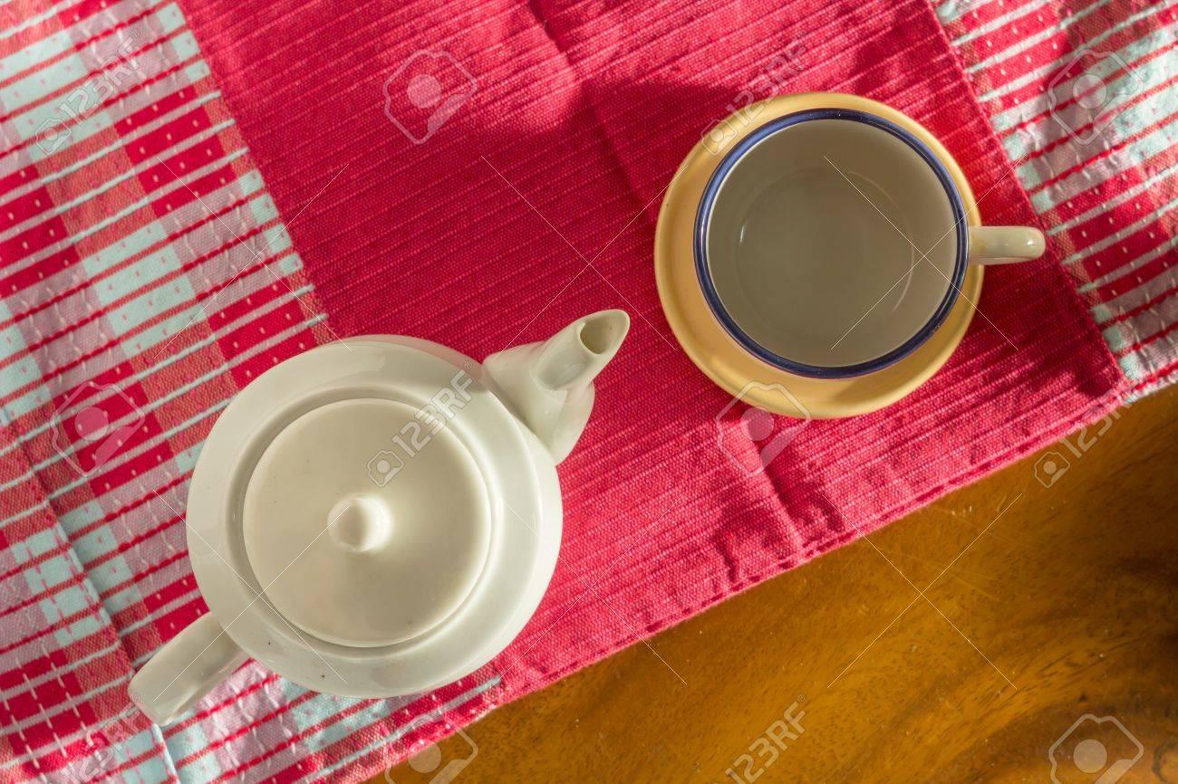 Tea pot and cup Stock Photo - 21350007