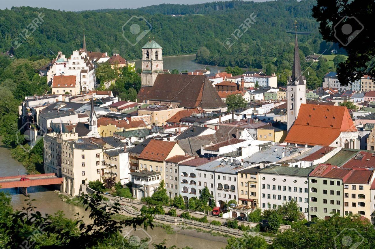 Wasserburg Am Inn Germania la città vecchia di wasserburg am inn si trova su un fiume della penisola  di inn
